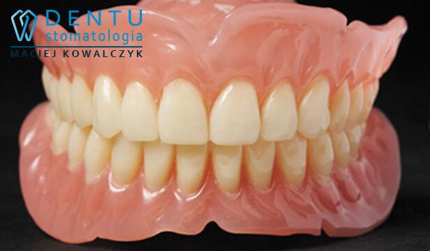 Proteza całkowita akrylowa - protetyk Tczew.